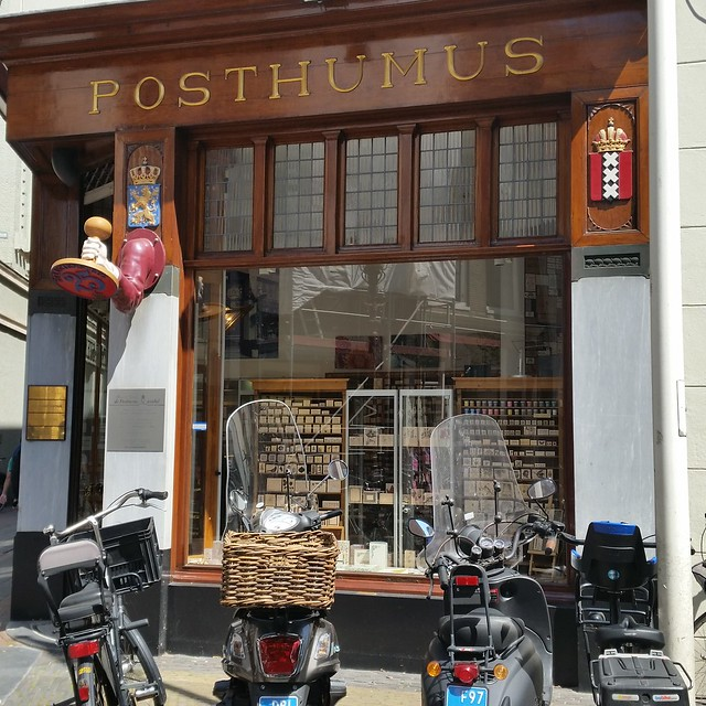Posthumus store displays