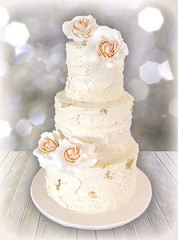 'Rustic Rose with a hint of Gold' wedding cake