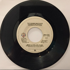 THE DOOBIE BROTHERS:WHAT A FOOL BELIEVES(45)(RECORD SIDE-A)