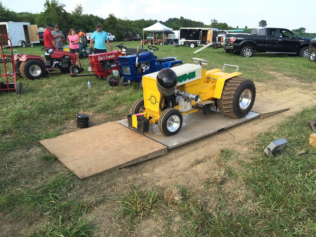 Lawn Garden Tractor Pulling : Lawn garden tractor pull