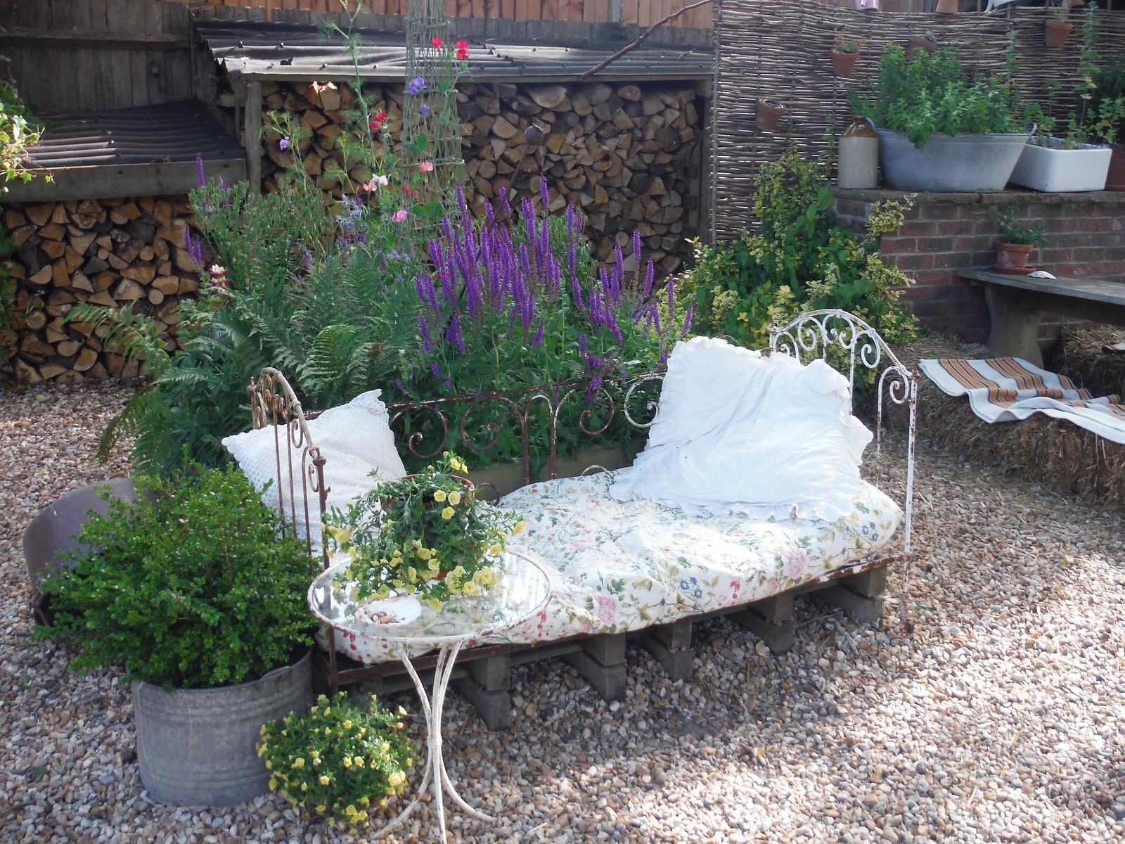 In the Garden of The Horse Guards Inn, Tillington SWC Walk 217 Midhurst Way: Arundel to Midhurst