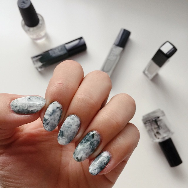Finally found time to do a little nail art! #notd #marble #nailsofinstagram #manimonday || tutorial at itsbecauseithinktoomuch.com