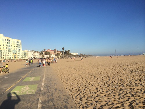 Running from Santa Monica to Venice Beach (and back)