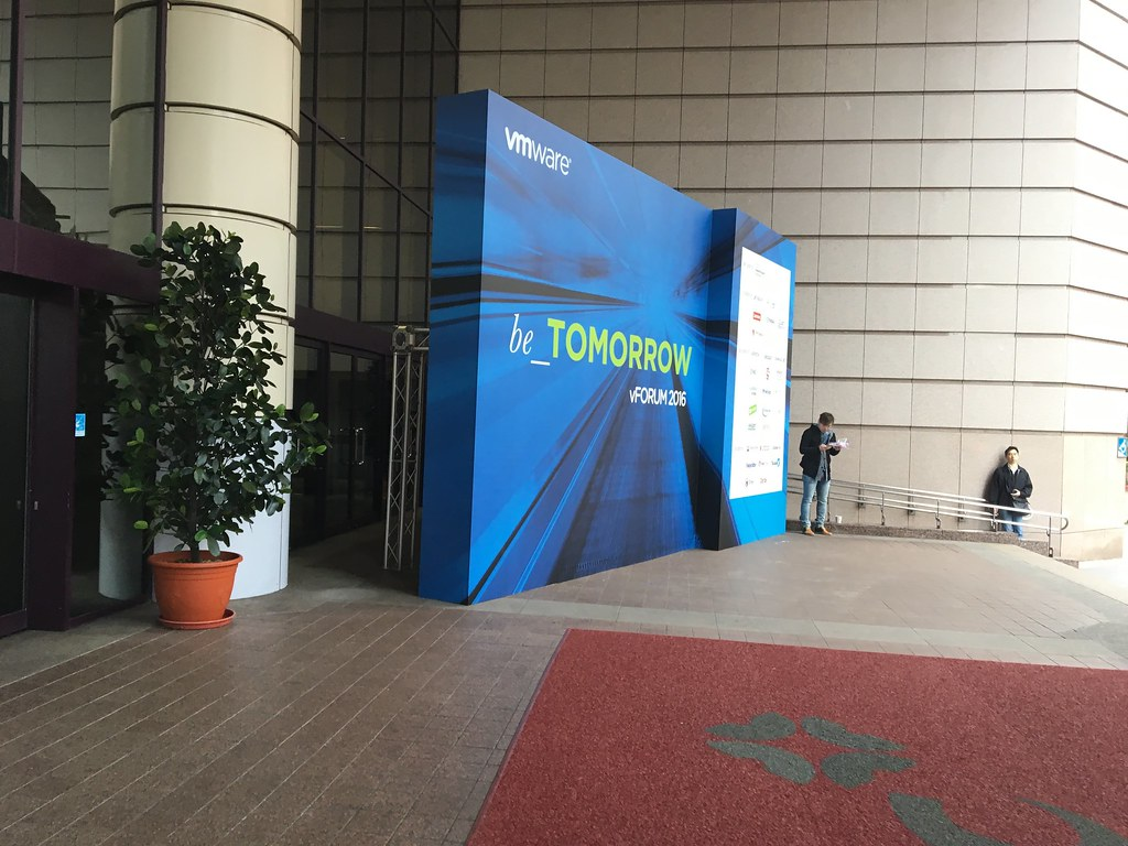 VMware Vforum 2016 在台北國際會議中心舉辦,剛好對面也是資訊展,同時間二個展次都可以參加啊