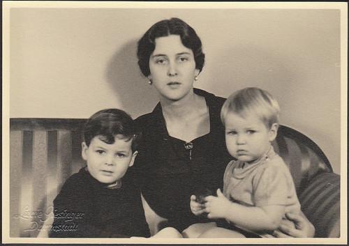 Prinzessin Cecilia von Hessen und bei Rhein mit Söhnen Ludwig und Alexander