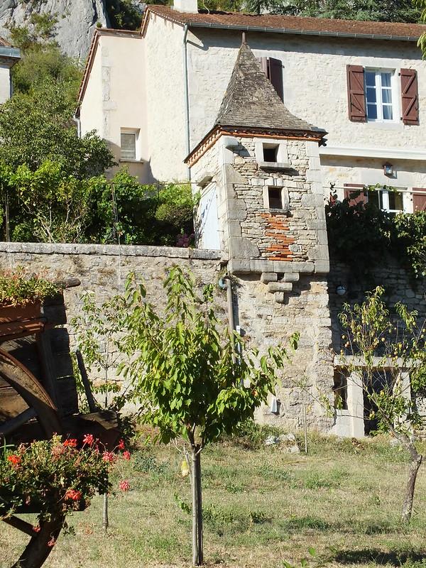 Saint-Sulpice - Vieux pigeonnier (bourg)
