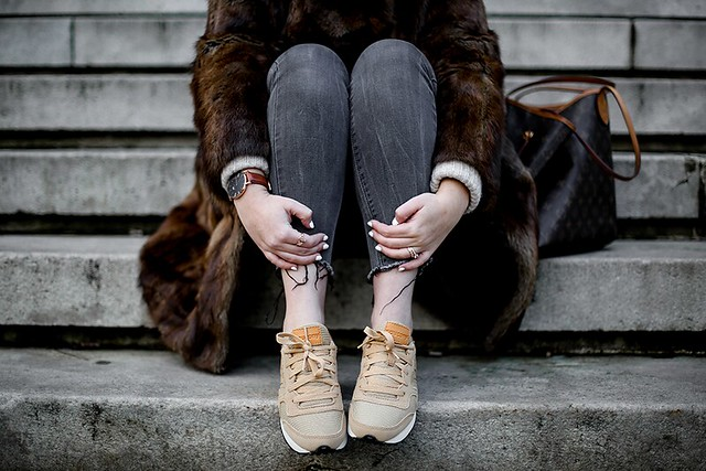 vintage-fur-coat-saucony-sneakers-lo ...
