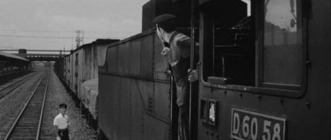 46−峰山駅構内でD6058が貨車に連結