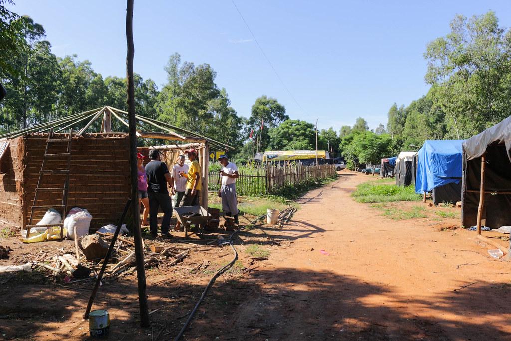 Resultado de imagem para acampamento sem terra