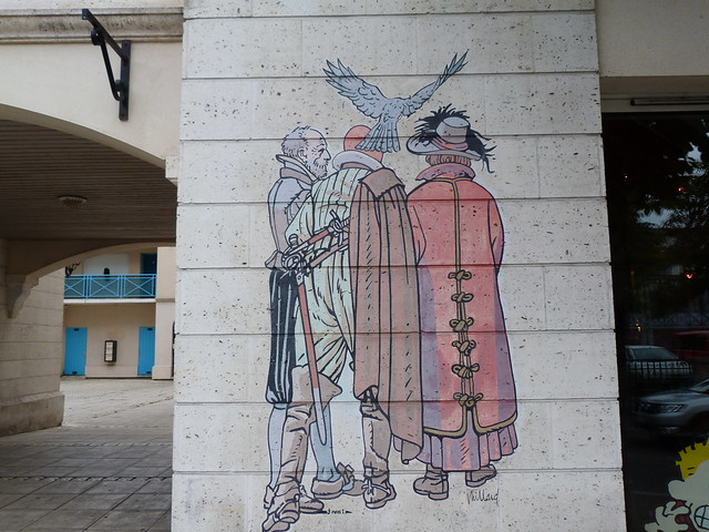 Pared pintada junto a la Oficina de Turismo de Angulema (Oeste de Francia)