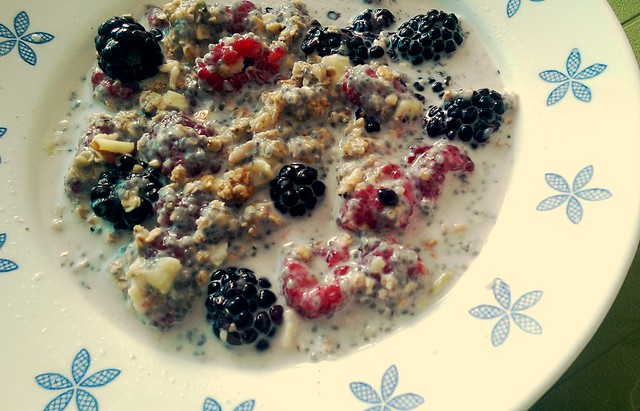Qi'a Cereal with Granola and Berries