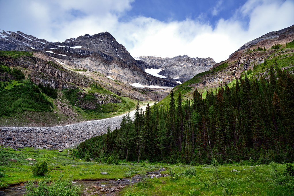 Looking to the NW to Popes Peak (Plain of the Six Glaciers Tea House)