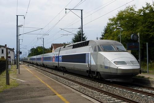 UM de TGV et leurs 2 heures de retard traversent Cessieu