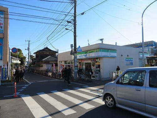 船橋法典駅前のファミリーマート