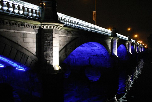 Glasgow bridge over the river Clyde