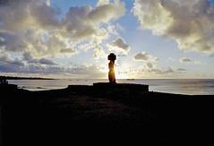 1998/01/03 - 18:00 - Sun is setting behind Ahu Tahai, Easter Island