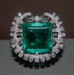 aqua(1.0), jewellery(1.0), diamond(1.0), gemstone(1.0), emerald(1.0),