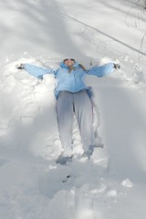 footwear(0.0), winter storm(0.0), freezing(0.0), winter(1.0), snow angel(1.0), snow(1.0), blizzard(1.0), blue(1.0),