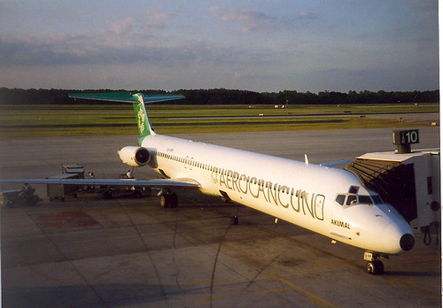 AeroCancun MD80