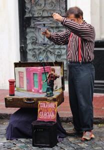 A street preformer in San Telmo