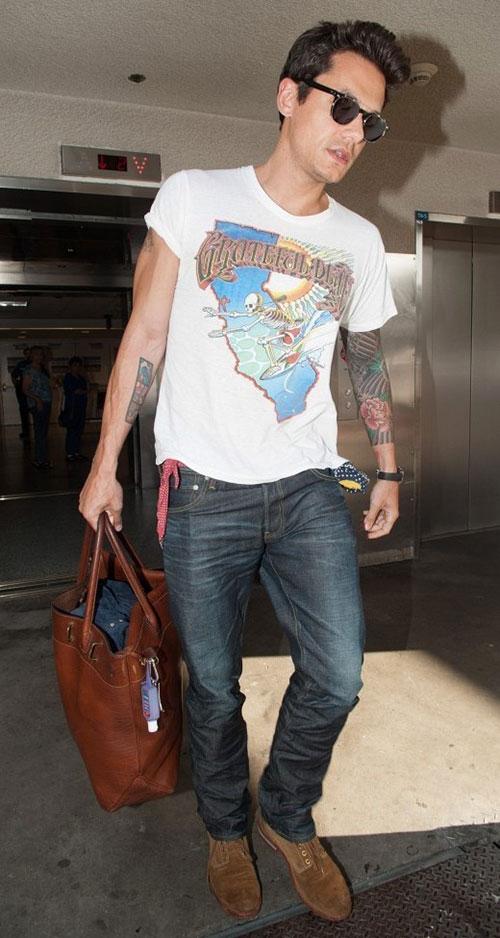 ジョンメイヤー グレイトフルデッドTシャツ×デニムパンツ