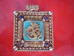 locket(0.0), bling-bling(0.0), turquoise(1.0), silver(1.0), pendant(1.0),