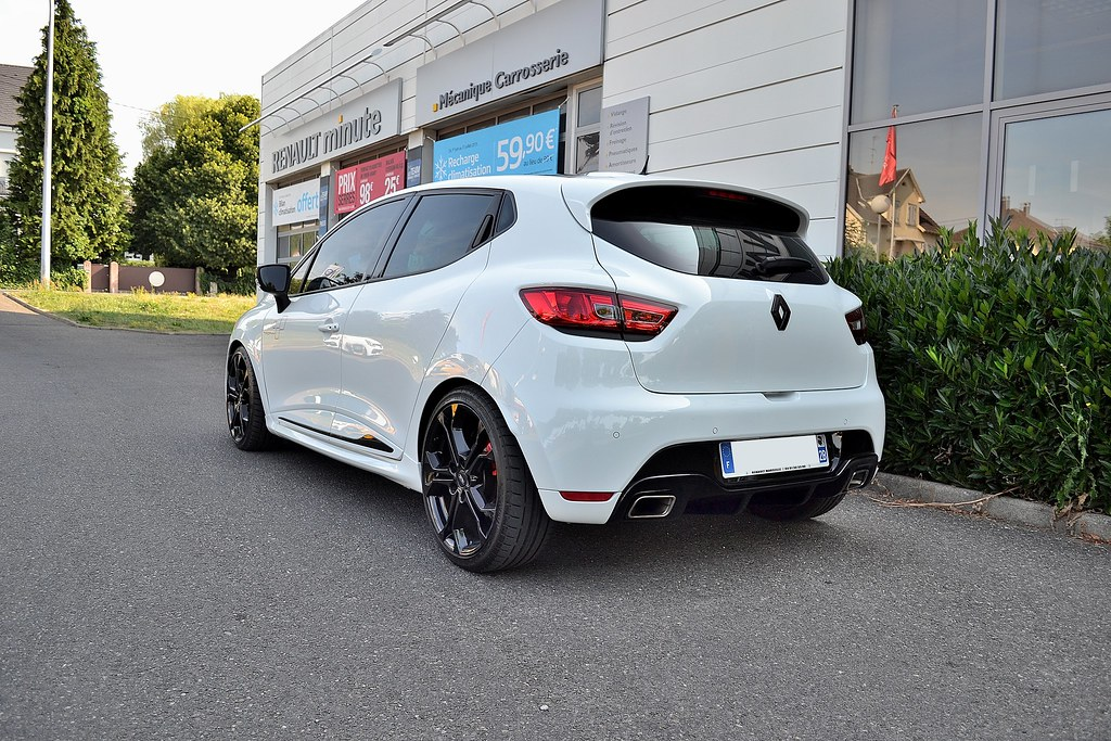 68 clio 4rs trophy blanche a vendre page 80 clio rs concept. Black Bedroom Furniture Sets. Home Design Ideas