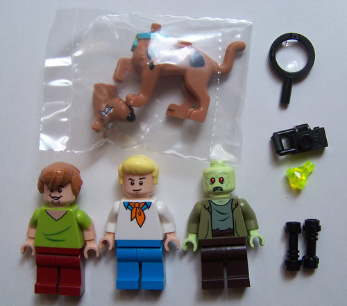 LEGO Scooby Doo Mystery Machine 75902 minifigures
