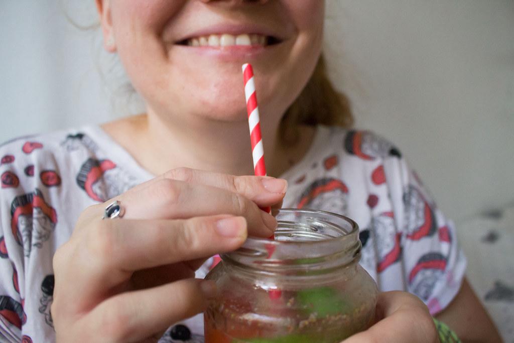 zwergenprinzessin trinkt: strawberry gin and tonic