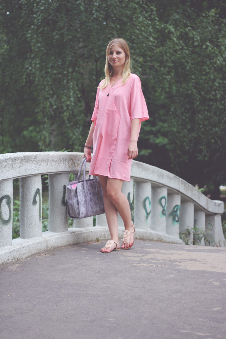 Outfit-lake-day-tagamsee-bridge-brücke-blondie-pink-asos-dress-bag-about-you-primark-sandals-cute-flowers-girly-summer-sun-naked
