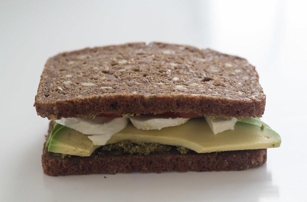 Rugbrødspanini - Panini med rugbrød, avokado og mozzarella (5)