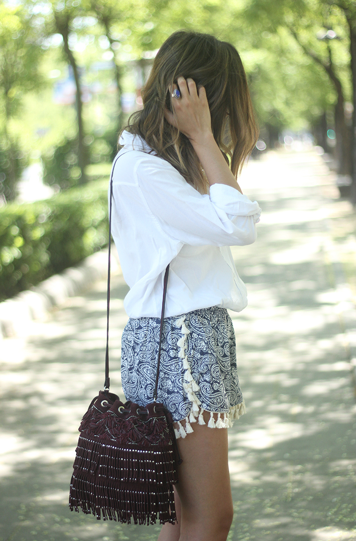 Blue Shorts White Shirt Summer Outfit08