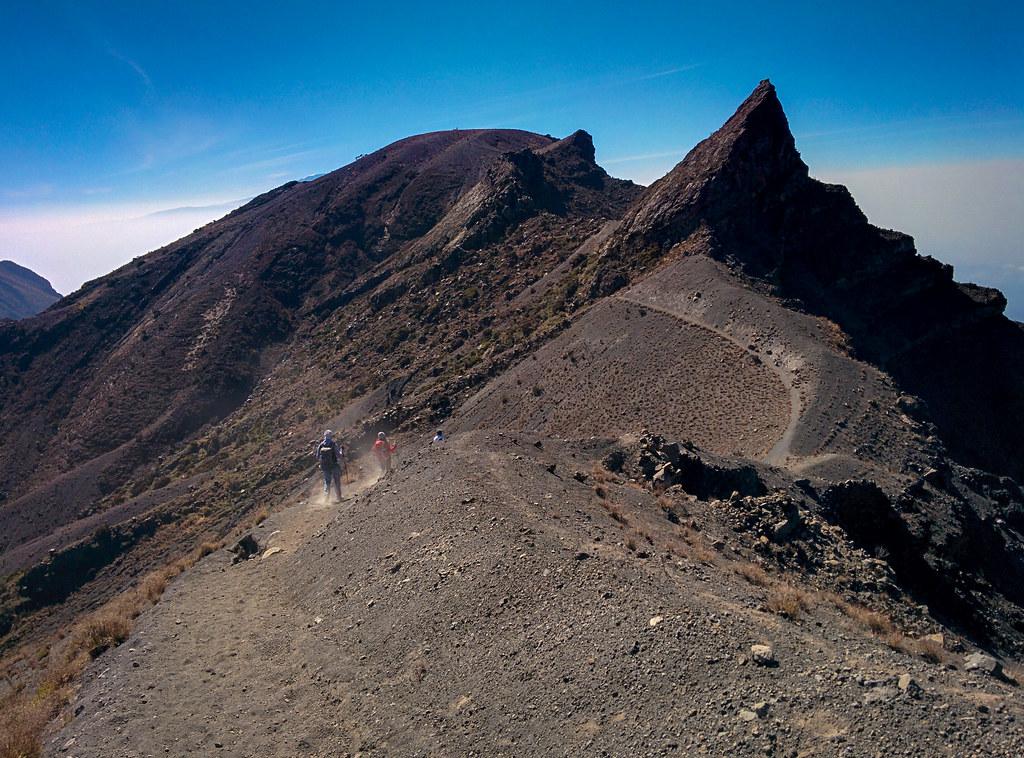 Abstieg vom Gipfel - 3. Tag Mount Meru Tour zur Akklimatisierung. Tansania - Kilimanjaro Kraterschläfer Expedition 2016, Wikinger Reisen
