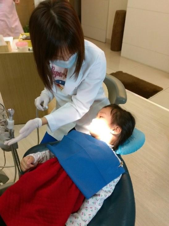 兒童牙醫推薦_高雄西河牙醫診所_林書妡醫師_兒童塗氟 (4)
