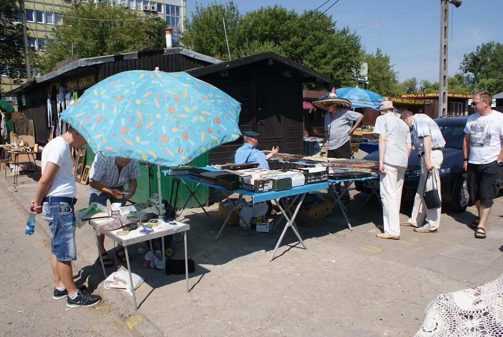 > Le marché aux puces de Koło à Varsovie.
