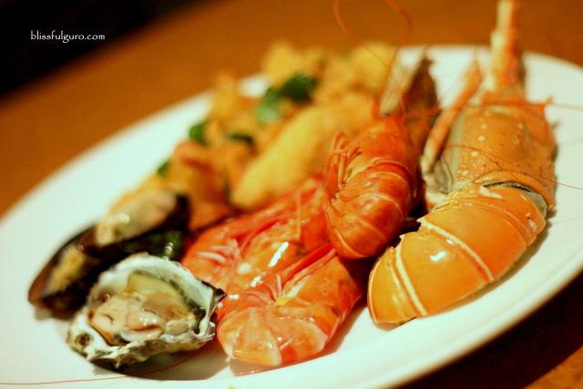 Traders Hotel Kuala Lumpur Malaysia Gobo Chit Chat Restaurant