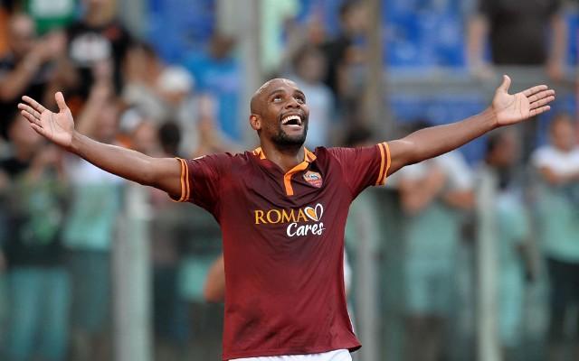 Com gol de lateral brasileiro, Roma vence a Udinese e segue liderando o Italiano