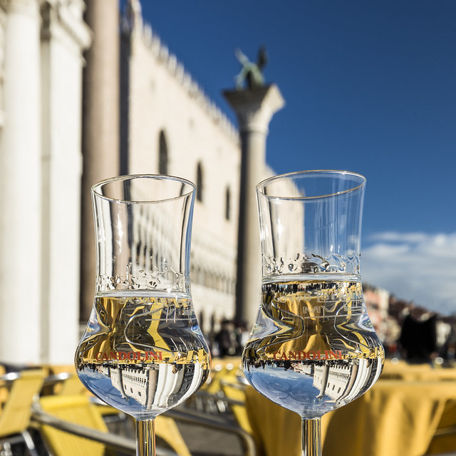 Seeing double, two glasses, two columns, and two Doges Palaces...not really!