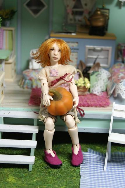 Resin doll Mia 12 cm