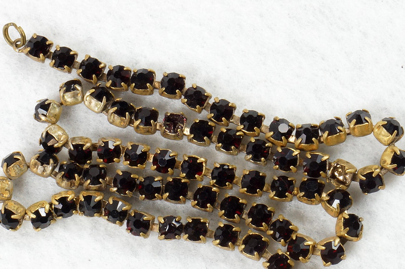 RD7042 Vintage Garnet Necklace Damaged Clasp Missing Stone DSC07941