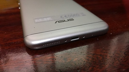 ด้านล่างของ ASUS Zenfone 3 Max ZC553KL