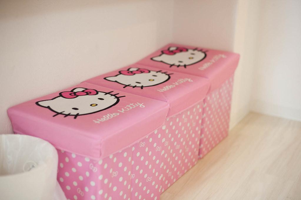 Hello Kitty 的小座椅,老婆一直說他要買這個放家裡!