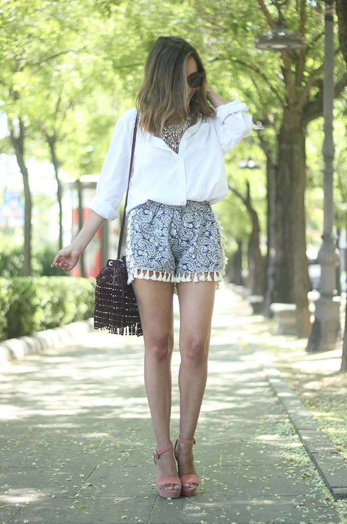 Blue Shorts White Shirt Summer Outfit07
