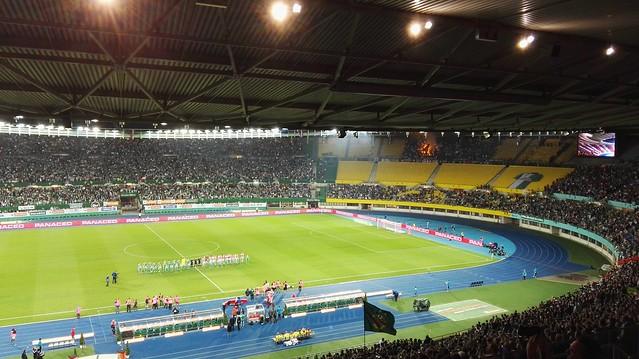 Die beiden Mannschaften vor Rapid - Ajax
