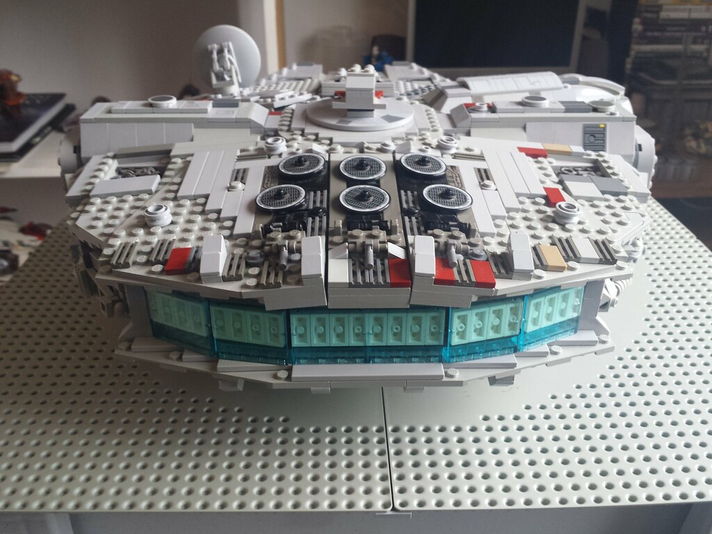 Lego Millennium Falcon back