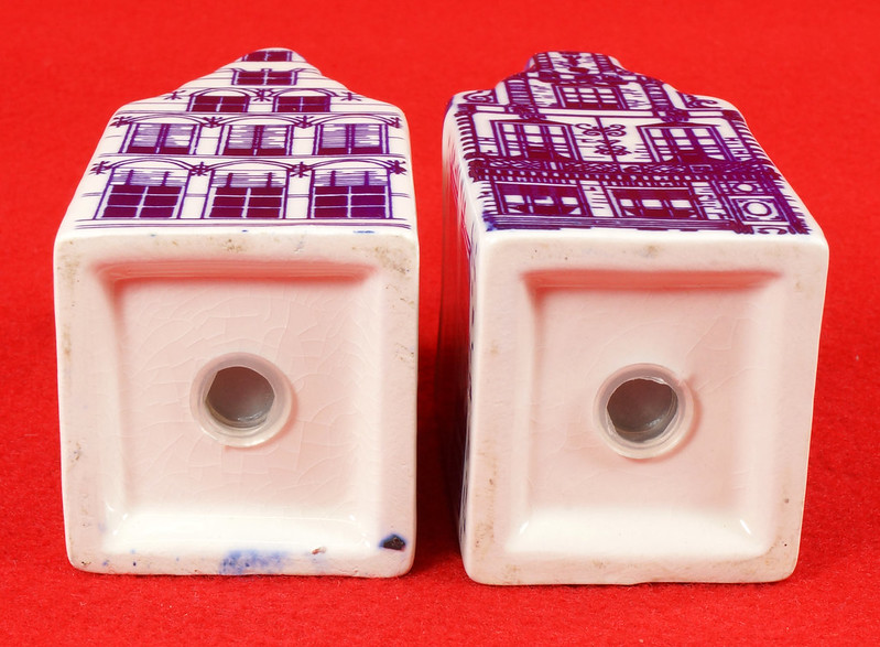 RD9063 Delft Blue ELESVA CANAL Ceramic House Set of 2 Classic Vintage Salt Pepper DSC08466
