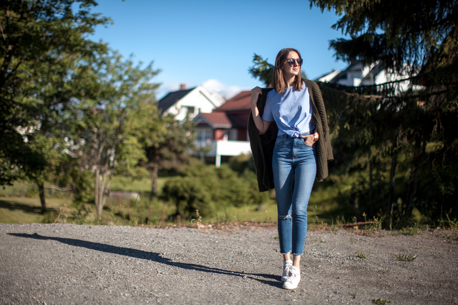 high-waisted-mom-jeans-outfit-streets-style