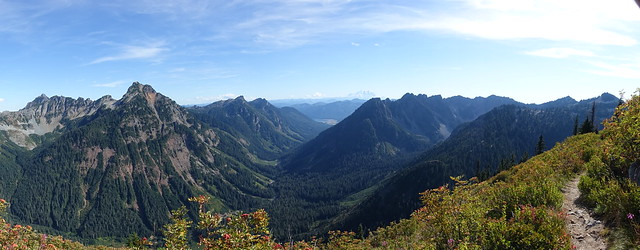 Looking south along the PCT north of Snoqualmie Pass