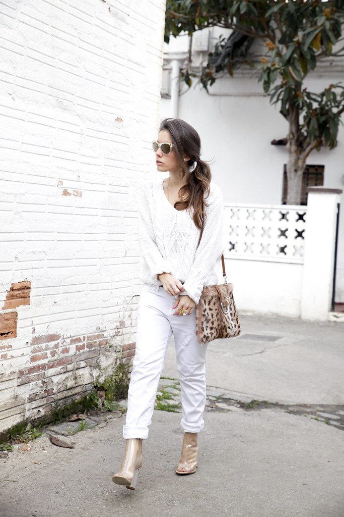 012_TOTAL_WHITE_OUTFIT_AND_LEO_LAURA_SANTOLARIA_THEGUESTGIRL_INFLUENCER_BARCELONA