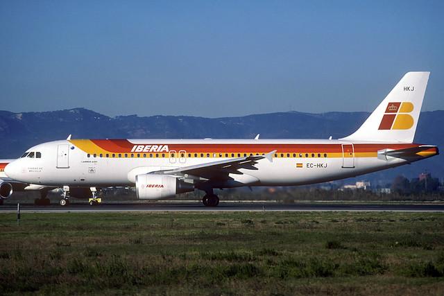 Iberia A320-214 EC-HKJ BCN 17/12/2000